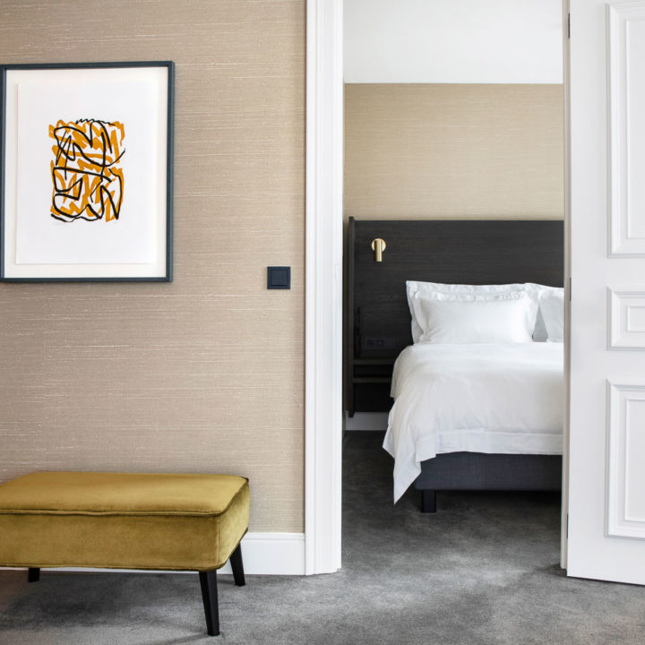A king size bed in the Suite of Pillows Hotel Reylof in Ghent